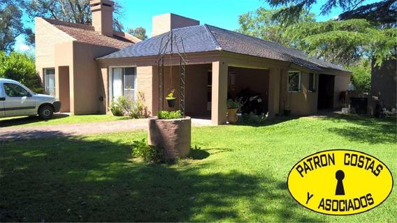 2149hp-las Praderas,golf,casa Con Muy Buen Parque Y Pileta.
