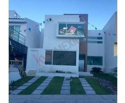 Amplia Casa En Venta Por Inversión, Cumbres Del Lago, Juriquilla, Qro.