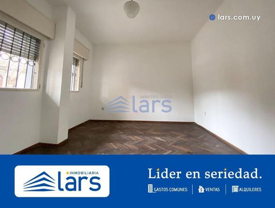 Casa En Alquiler / Tres Cruces - Inmobiliaria Lars