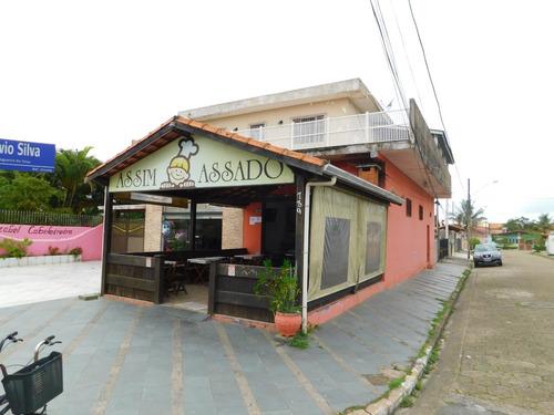 São Comercial Na Avenida Principal Na Praia De Peruíbe