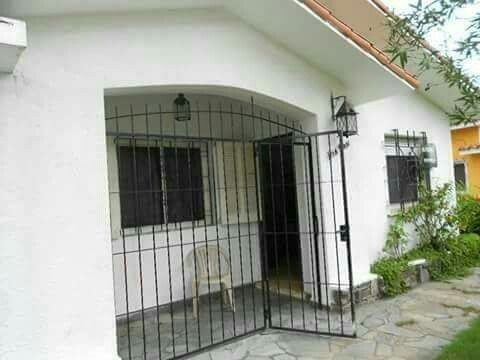 Alquilo Casa En Centro De Atlántida