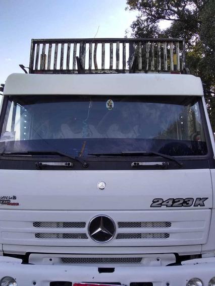 Vende Se Um Mercedes Benz 2423k