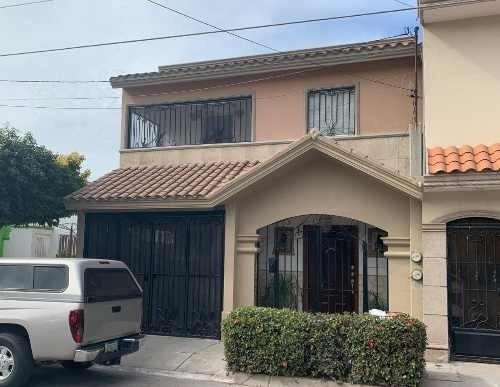 Casa Habitación De 3 Recámaras - 3 Baños En Seccion Alameda Residencial