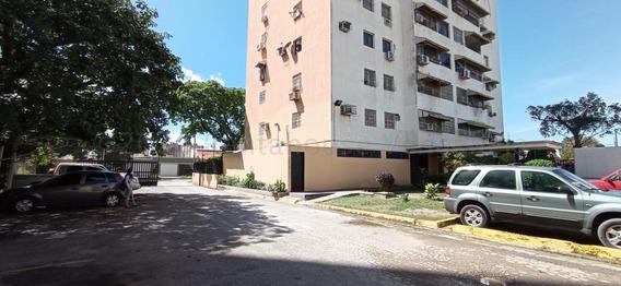 Apartamento En Venta Urb. El Centro- Maracay 21-7653ejc