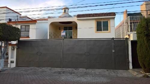 Casa En Venta O Renta, En Colinas Del Cimatario Con Habitación En Pb Con Estilo Colonial