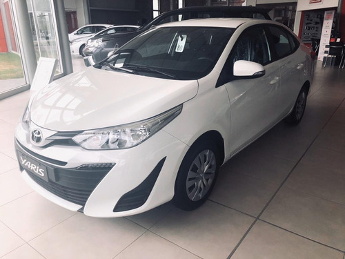 Toyota Yaris Xs  M/t  4p 2021 Enero