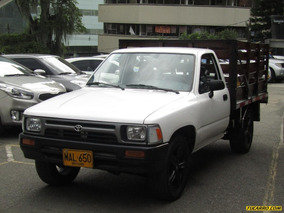 Toyota Hilux Mt 2400 4x2
