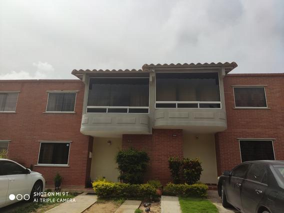 Town House En Villas Del Valle