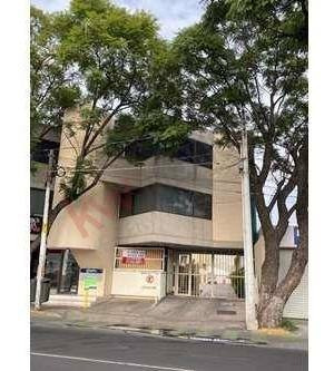 Casa Con 3 Recamaras Y 3.5 Baños En Zona Bien Ubicada En Av. Tecnologico, Muy Cerca Del Centro Historico De La Cd. De Queretaro