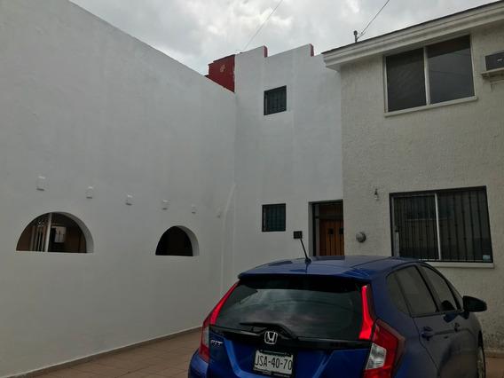 Casa 2 Rec, Estudio, 2 Wc. En Coto Con Seguridad Y Alberca.
