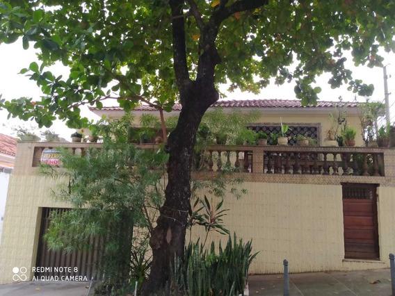 Casa Ampla - 3 Quartos E 2 Banheiros - Excelente Localização