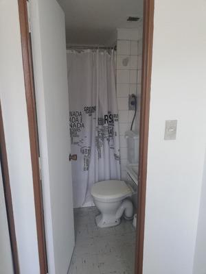 Habitación Pequeña Más Baño Privado, Idealmente Hombre.