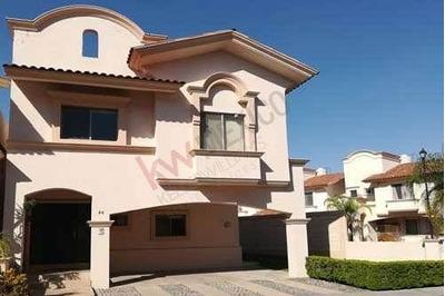 Casa En Venta En Villa California