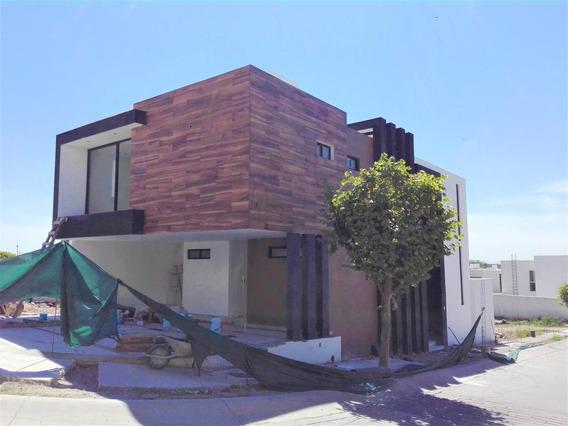 Casa En Venta En Lomas Punta Del Este En Esquina Pimeras Privadas!!