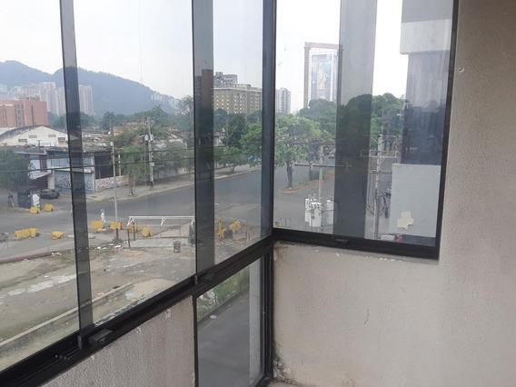 Comercial En Alquiler En Av. Bolivar Valencia 21-2808 Gav