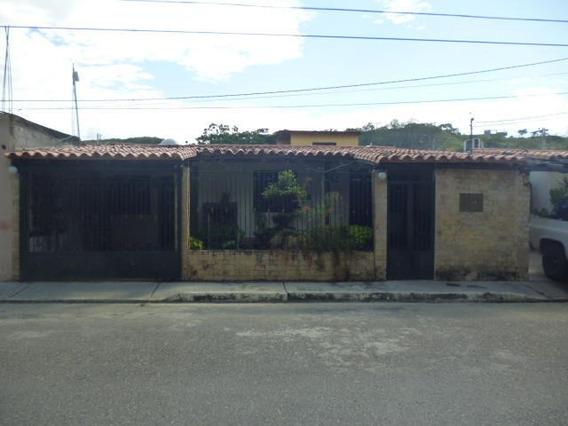 Casa En Venta La Piedad Cabudare Lara 20-3521