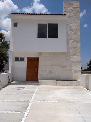 Rento Casa Queretaro Pedregal Shoesntatt Nva. Priv. Alberca