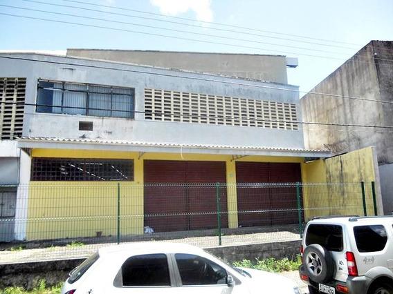 Loja Com 2 Ambientes, Banheiro Social E Estacionamento
