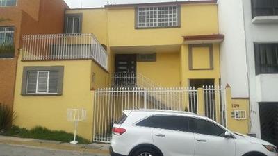 Rento Amplia Casa En 3 Recamaras 3 Baños.