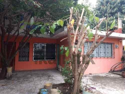 Venta Casa Col. Chapultepec Poza Rica Veracruz. Ubicada En La Calle Chopo De La Colonia Chapultepec En El Municipio De Poza Rica Veracruz. Cuenta Con 2 Pisos, En Planta Baja Cuenta Con Sala, Comedor,
