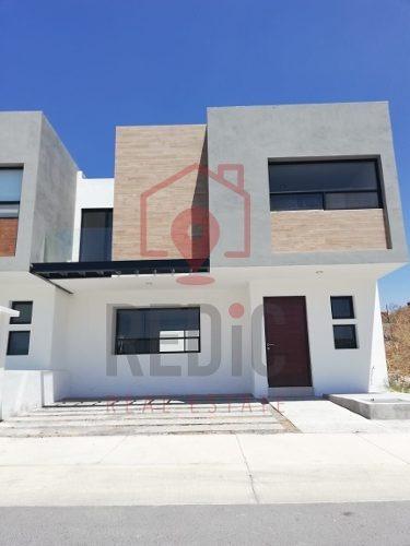 Hermosa Casa De 3 Hab+sótano Con Acabados De Lujo En El Refugio Ln
