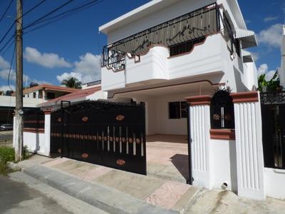 Amplia Casa De Venta En La Urbanización Toribio Piantini