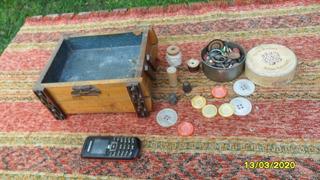 Antiguo Costurero Carreteles Hilo Botones Dedal Aceite Ricol