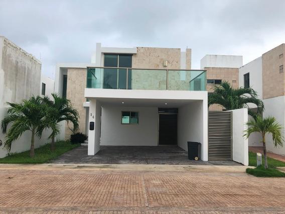 Casa De 2 Niveles 3 Recamaras + Cuarto De Servicio. Alberca