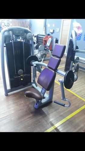 Maquina De Musculaçao Bíceps Technogym