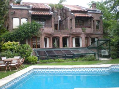 Muy Buena Casa Con Amplias Superficies, Frente Al Rio, Con Amarra