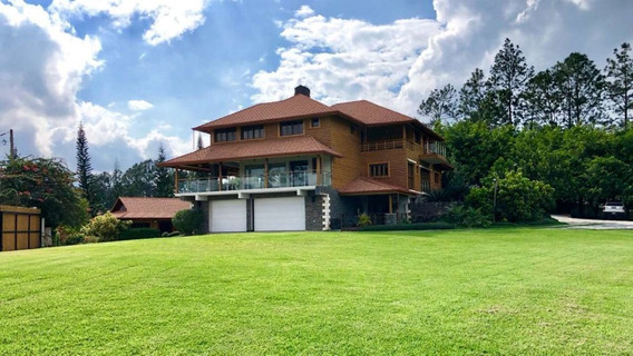 Impresionante Villa En La Montaña. Jardines, Fuentes Y Estanques