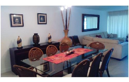 Apartamento En Brava, 3 Dormitorios *- Ref: 2796