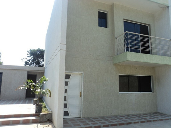 Venta Townhouse En Porlamar (ls04126041226)