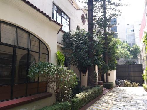 Imagen 1 de 14 de Casa Para Oficinas En Venta / Adolfo Prieto