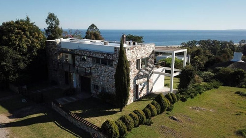 Casa 4 Dormitorios En Punta Ballena, Maldonado