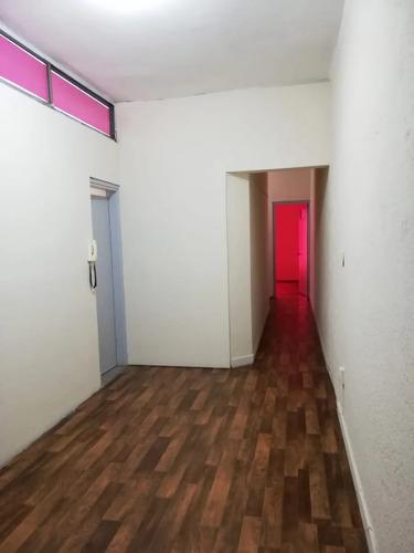 Apartamento Dos Dormitorios. Alquiler. Centro.