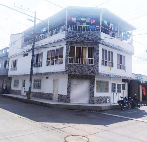 Casa Esquinera Con Dos Apartamentos Independientes