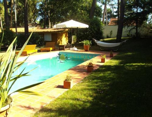 Casa De Cuatro Dormitorios Con Piscina - San Rafael- Ref: 3479