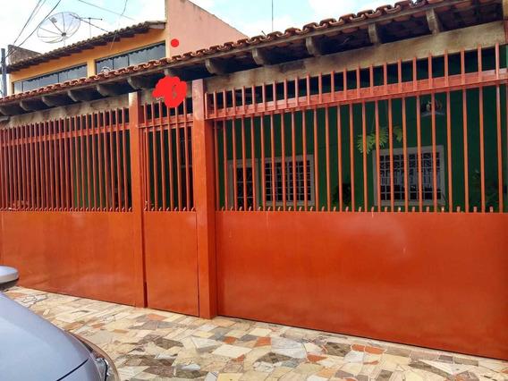 Casa De 3 Quartos E 2 Banheiros, Garagem P/ 2 Carros