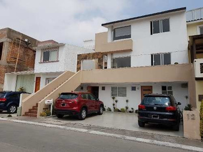 Casa Habitación En Venta En, Zona Esmeralda