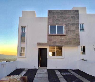 Preciosa Casa En El Condado, 3 Niveles, Sótano, 3 Recámaras, Jardín, Bar