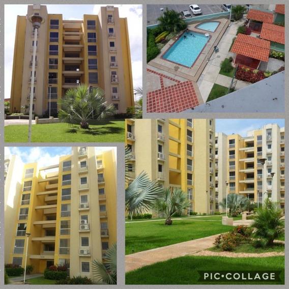 Venta De Apartamento Urb.villasgeica Country Club Maracay