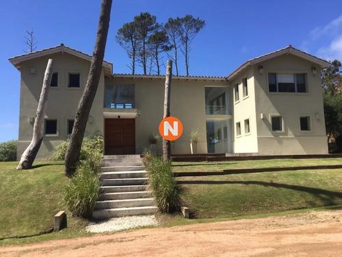 Venta Casa En Laguna Blanca, Manantiales 4 Dormitorios - Ref: 217025