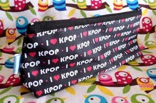 Cartuchera Triangular De I Love K-pop Colegio