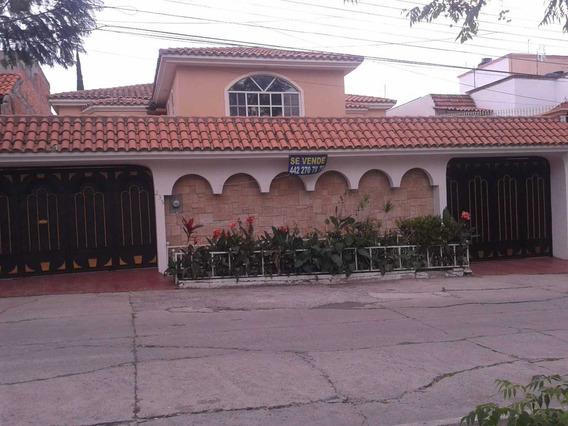 Casa Con Alberca, Sotano Y Elevador