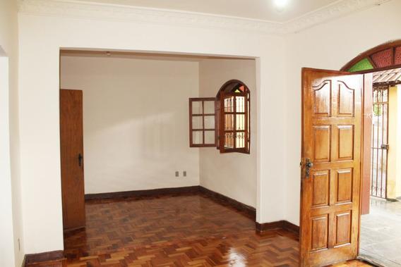 Casa De 3 Quartos No Bairro Sagrada Família - 2936
