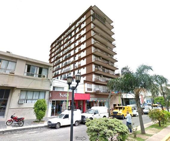 Cochera En Venta En Pleno Centro Campana, Sobre Avenida Rocca, Torre Paraná