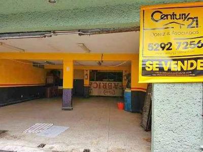 Amplio Local Comercial Con Área De Mostrador O Bodega Y Medio Baño