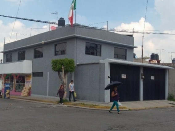 Con Accesorias Funcionando , En Esquina Y Cerca De Plaza Aragon