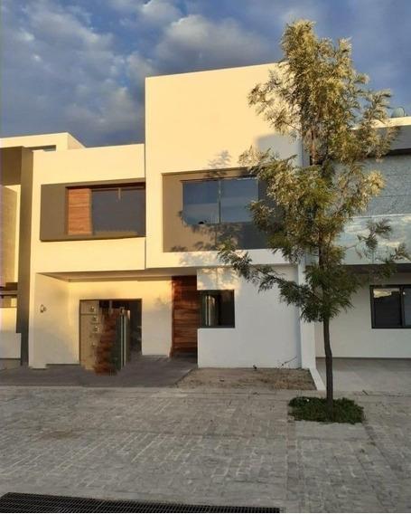Hermosa Residencia En Venta En Solares En Guadalajara
